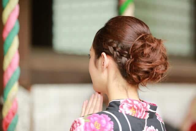 安産祈願は神社やお寺にお参りに行きます